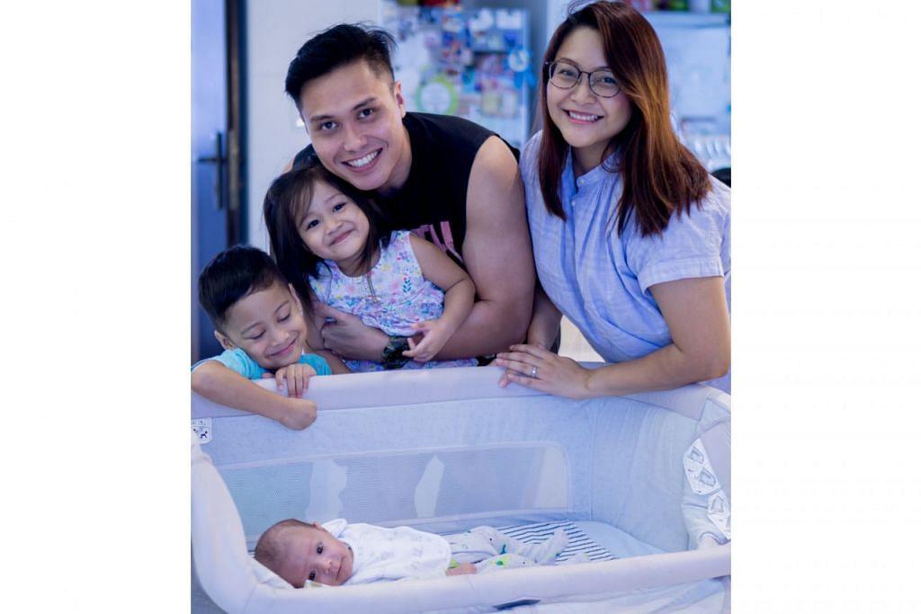 Gambar atas menunjukkan keluarga bahagia Fir Rahman yang bersama isterinya berjaya mengharungi cabaran kelahiran anak bongsu mereka itu. - Foto BH oleh NUR DIYANA TAHA
