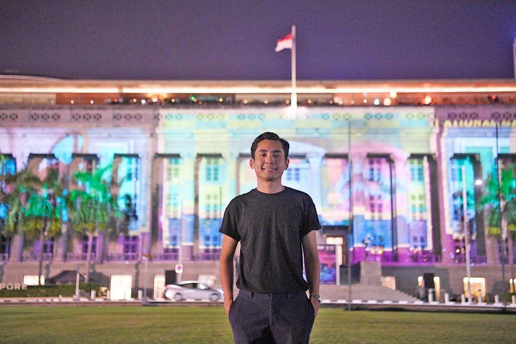 PERSEMBAHAN UNIK: Encik Safuan Johari, kurator bersama projek persembahan pancaran lampu, Art Skins on Monuments, sebahagian daripada Festival 'Light to Night' edisi Bicentennial Singapura, bertanggungjawab mempamerkan 'Sayang di Sayang' yang dipancarkan di Padang Atrium di Galeri Nasional Singapura. Ia menceritakan perjalanan Allahyarham Zubir Said daripada seorang pemuzik muda di Sumatera, Indonesia, yang kemudian menjadi komposer lagu kebangsaan Singapura. - Foto BH oleh MARK CHEONG