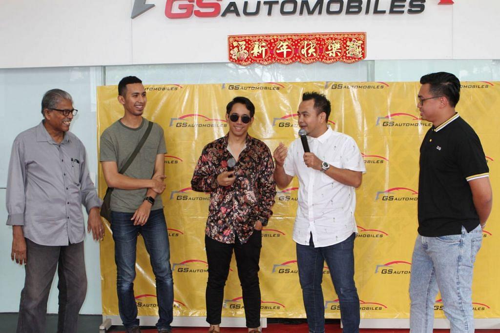 SEDIAKAN WADAH: Artis setempat, Sufi Rashid (tengah) menjadi artis jemputan dalam acara sembang santai anjuran GS Automobiles dengan sokongan Persatuan Karyawan Muzik Melayu Singapura (Perkamus). - Foto BH oleh INIAZ RAHIM