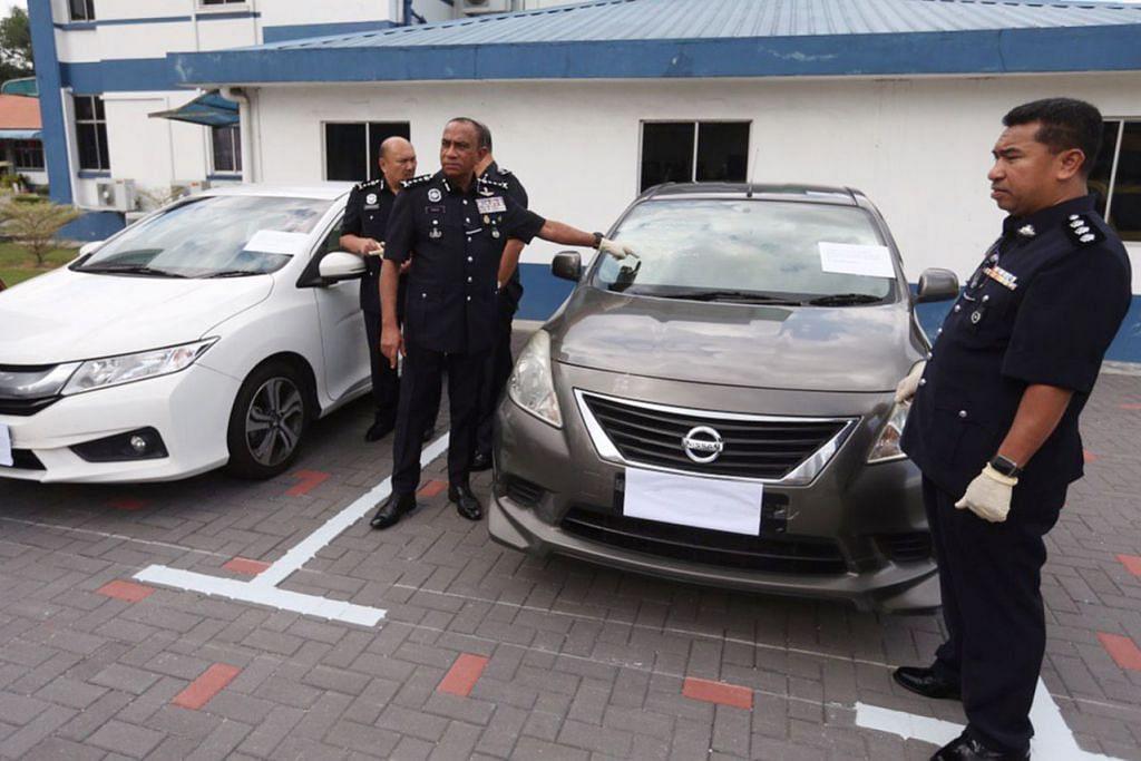 BUKTI KES: Ketua Polis Johor Mohd Khalil Mohd Kader menunjukkan bukti kes dalam sidang akhbar semalam. - Foto BH oleh ZAIHAN MOHAMED YUSOF