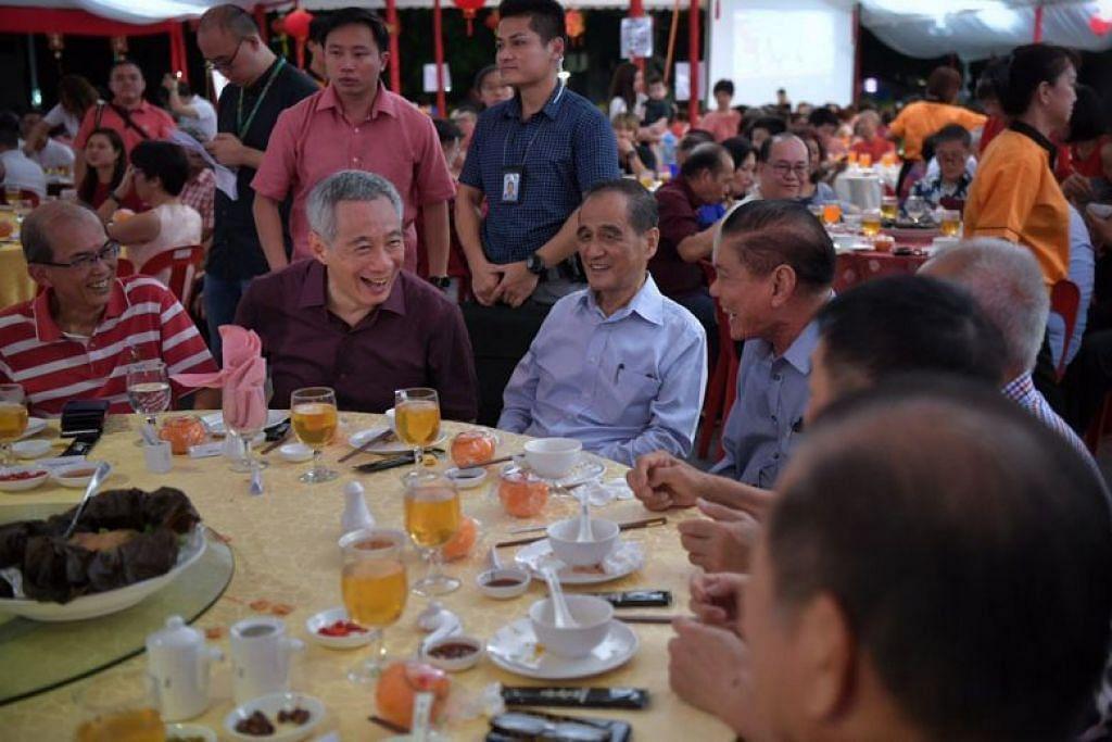 PM Lee dalam majlis menyambut Tahun Baru Cina di Teck Ghee tadi. - Foto ST