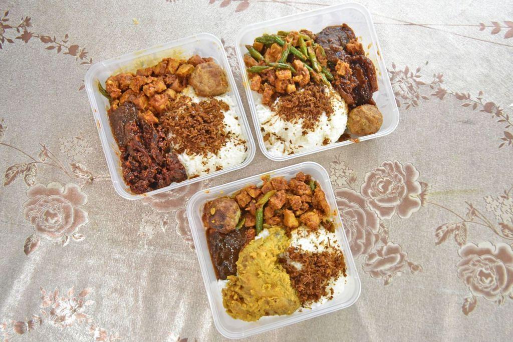 Gambar atas menunjukkan antara sajian yang dijual di gerainya, Nasi SG Power. - Foto BH oleh JOSEPH CHUA