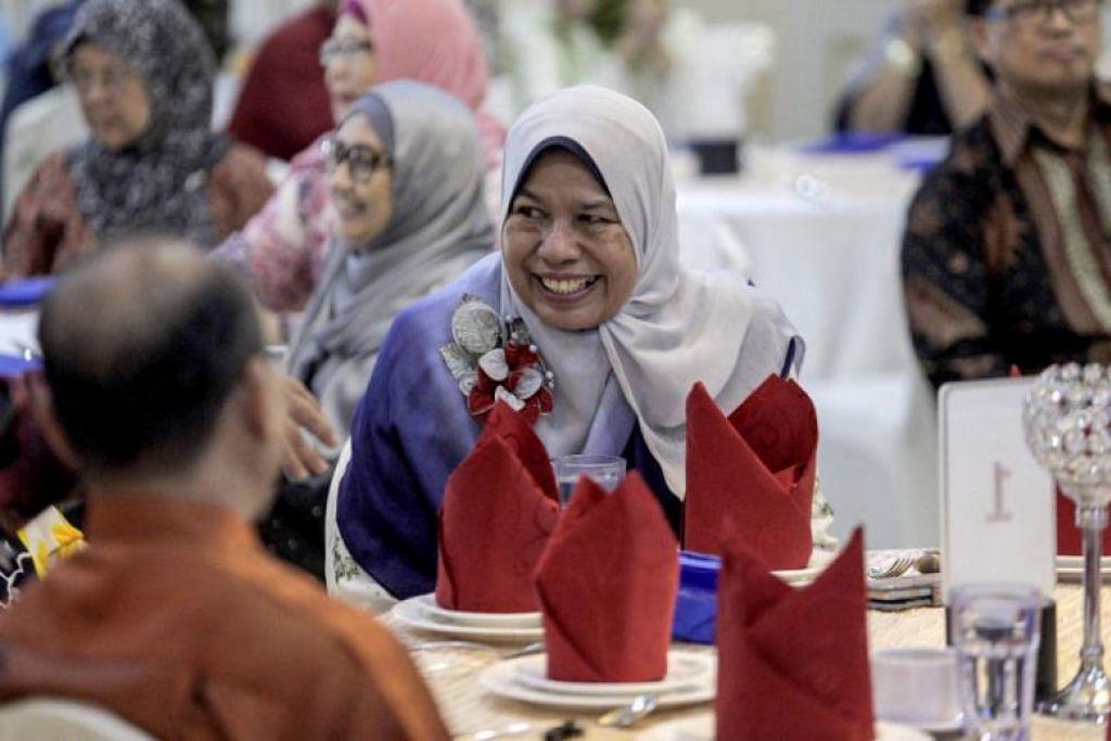 Ijazah sains Menteri Perumahan dan Kerajaan Tempatan Malaysia, Cik Zuraida Kamaruddin, dari NUS dipersoalkan oleh seorang pengguna Twitter.