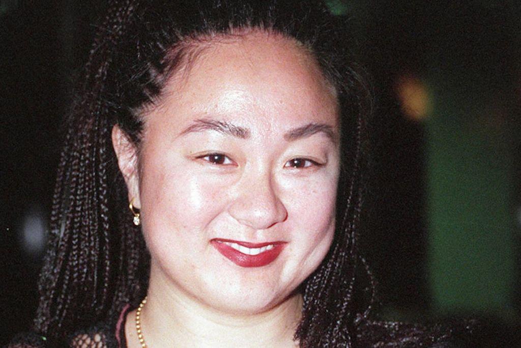 E. Junie Sng (renang)