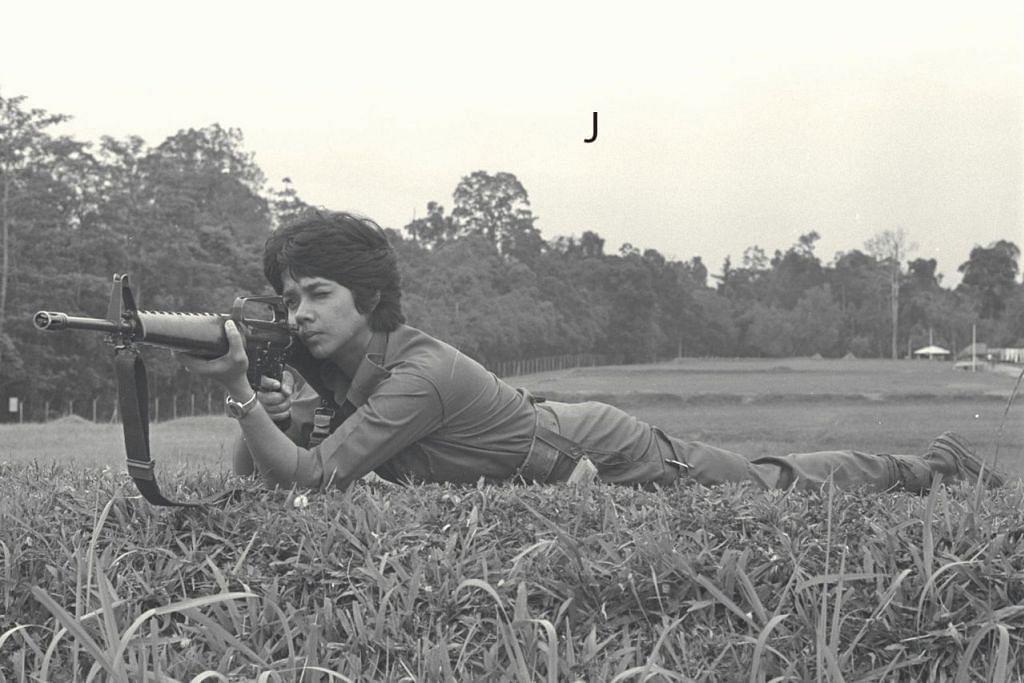 J. Khatijah Surattee (menembak)
