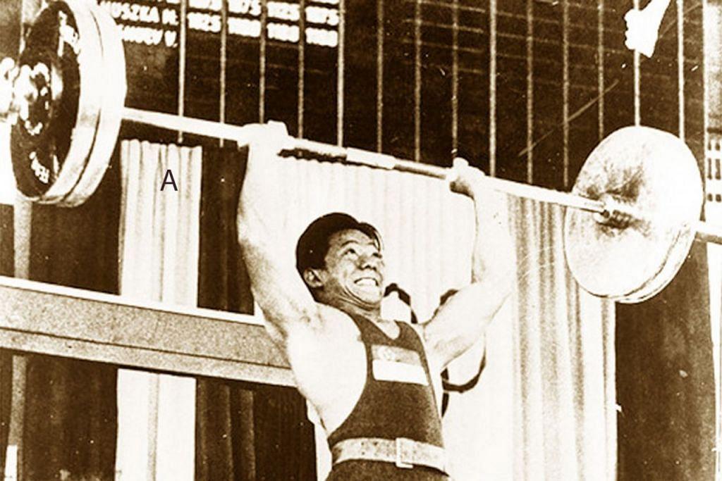 A. Tan Howe Liang (angkat berat)