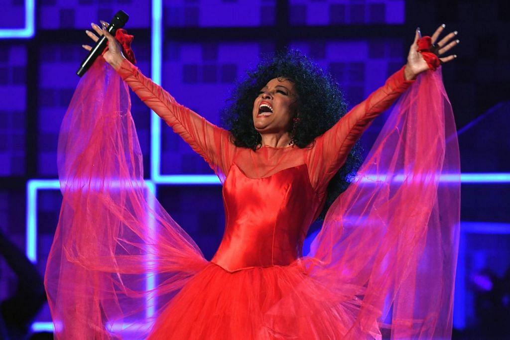 DIANA ROSS: Walaupun bukan rezekinya meraih sebarang Anugerah Grammy meskipun dicalonkan 12 kali, penganjur majlis tetap menghargainya menerusi satu segmen khas yang meraikan hari lahirnya yang ke-75 serta lagu-lagunya dalam Anugerah Grammy semalam. - Foto AFP