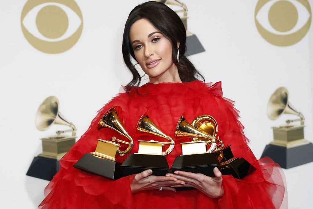 KACEY MUSGRAVES: Pemenang terbesar dengan merebut empat anugerah sekali gus dalam kategori Album Muzik Rakyat Terbaik, Lagu Muzik Rakyat Terbaik, Album Terbaik dan Persembahan Solo Muzik Rakyat Terbaik.  - Foto EPA-EFE