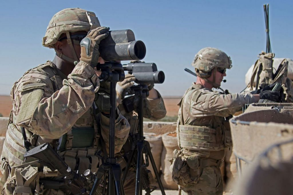 KEHADIRAN DIJANGKA BERAKHIR: Gambar fail menunjukkan tentera Amerika di bandar Manbij, Syria, pada November lalu. Kehadiran mereka dikatakan akan berakhir dalam beberapa minggu lagi. - Foto REUTERS