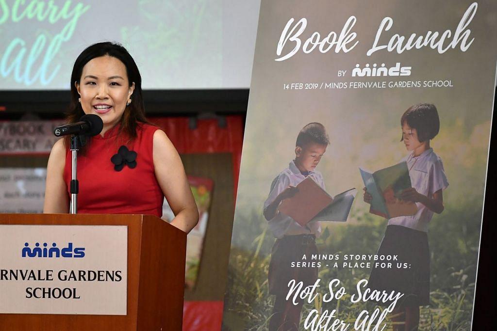 LANCAR BUKU: Cik Lianne Ong, penulis buku yang berjudul, Not So Scary After All, sewaktu pelancaran buku itu. - Foto BH oleh LIM YAOHUI
