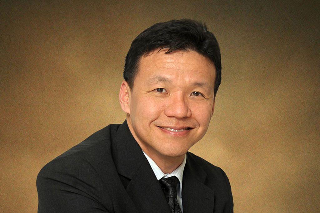 Dr Lim Lian Arn (gambar atas)