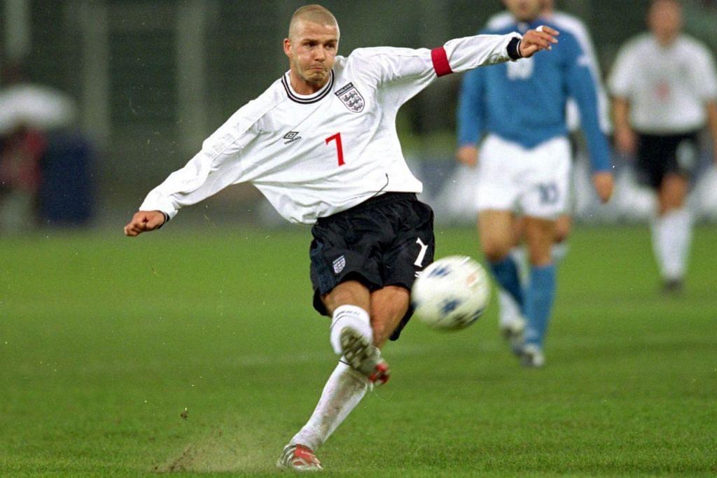 BUKAN SEBARANG TENDANGAN: Tendangan bola selebriti sukan David Beckham boleh dikaitkan dengan Prinsip Bernoulli. – Foto fail
