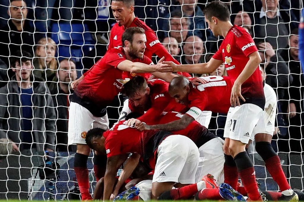 'MAN U SUDAH KELUAR DARI GUA': Walaupun kalah di Liga Juara-Juara Manchester United tidak tergugat dengan kehadiran Liverpool. – Foto fail REUTERS