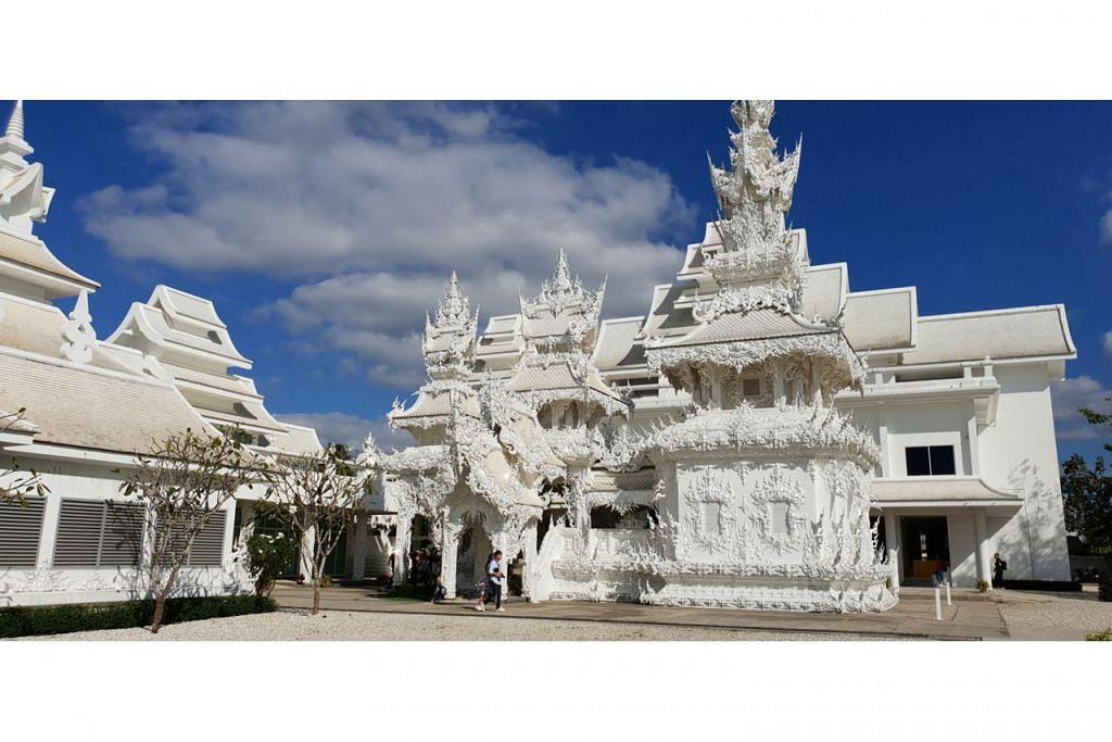 KEINDAHAN SENI BINA: Wat Rong Khun merupakan antara kuil yang pasti dikunjungi setiap pelancong ke Chiang Rai. Selain berfungsi sebagai tempat beribadah, kuil ini kerap dijadikan sebagai lokasi memetik untuk bergambar kerana seni binanya yang amat menakjubkan.- Foto ihsan NUR SYAMIMI AWALLUDIN