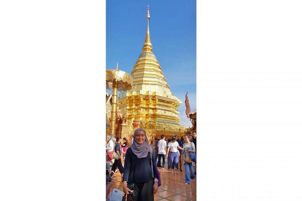 TERBUKA PELAJARI KEPERCAYAAN LAIN: Walaupun sedikit canggung sebagai satu-satunya pelawat kuil yang berhijab, orang Thailand yang penulis temui rata-rata amat ramah berkongsi tentang kepercayaan mereka. Gambar dipetik di Wat Phra That Doi Chom Thong, yang terletak di atas bukit. - Foto ihsan NUR SYAMIMI AWALLUDIN