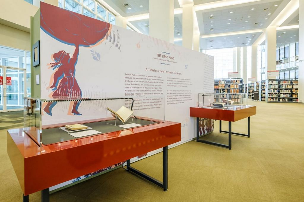 PELUANG AMATI TEKS SEJARAH: Pameran bergerak bejudul 'The First Print' itu akan diadakan di beberapa perpustakaan termasuk di Jurong, Tampines dan Woodlands. - Foto NLB