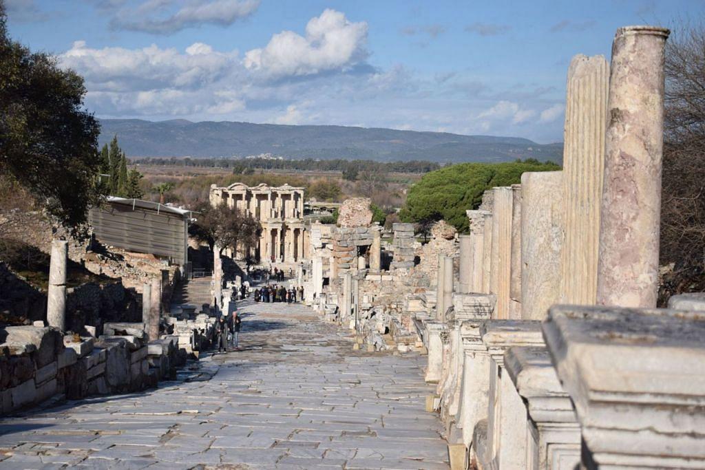 PENINGGALAN: Ephesus iaitu arkeologi yang mungkin terbesar dan unik di dunia. - Foto ihsan SAPIAH SALLEH