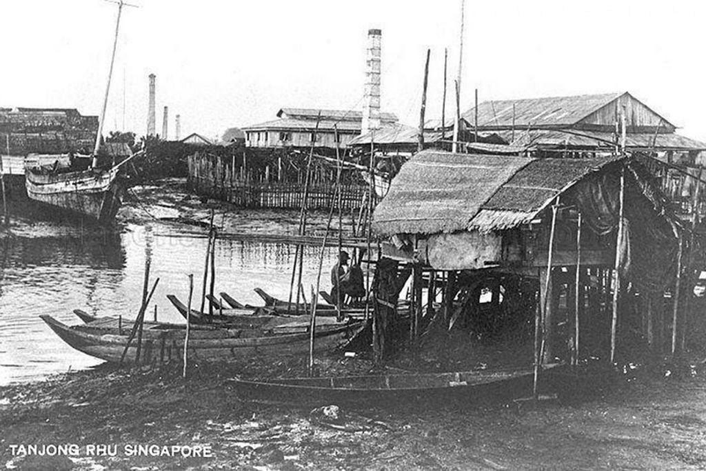 SARA HIDUP DI TEPI SUNGAI: Kehidupan Orang Laut di Tanjung Rhu pada sekitar tahun 1900-an setelah dipindahkan dari Sungai Singapura.