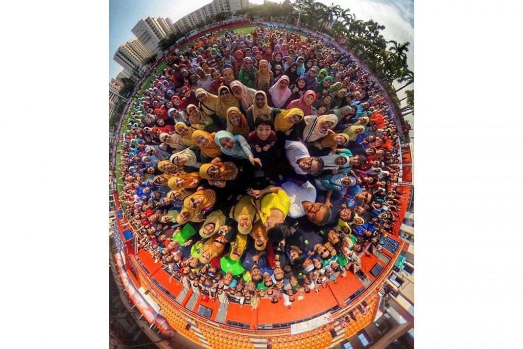FIESTA KESIHATAN: Lebih 1,000 peserta 'Gerak Gelak' berpeluang memetik gambar 360 darjah bersama pemimpin kawasan itu, termasuk Anggota Parlimen (AP) GRC Jurong, Cik Rahayu Mahzam dan Encik Ang Wei Neng; Menteri Kebudayaan, Masyarakat dan Belia, yang juga AP kawasan undi Yuhua, Cik Grace Fu; dan AP SMC Bukit Batok, Encik Murali Pillai. - Foto FACEBOOK MURALI PILLAI