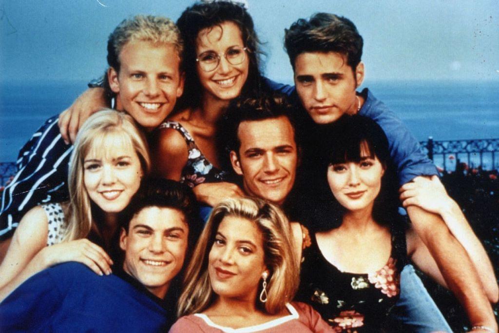 IDOLA REMAJA: Luke Perry terkenal dengan watak Dylan McKay yang dimainkannya dalam siri televisyen 'Beverly Hills, 90210' (gambar atas) pada tahun 1990-an. – Foto INTERNET