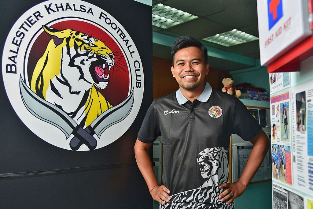 TIDAK GENTAR: Dengan cabaran baru di hadapannya sebagai ketua jurulatih baru Balestier, Khidhir bersedia menunjukkan keupayaannya di medan bola sepak profesional setempat, meskipun merupakan muka baru. - Foto BH oleh DESMOND WEE