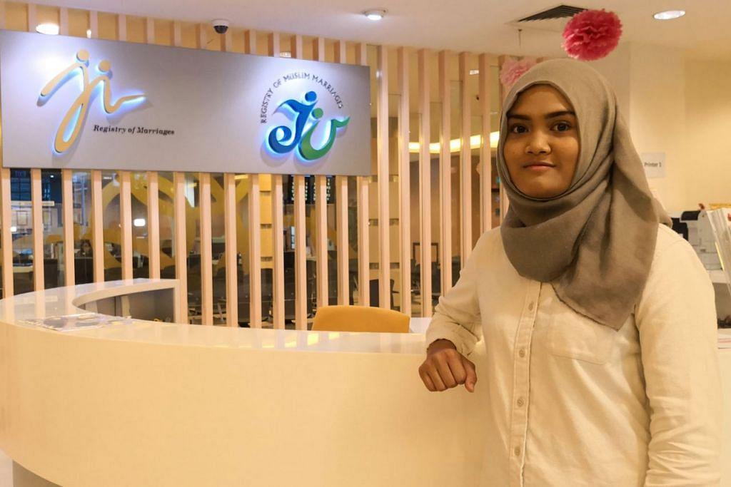 SENTUHAN PELAJAR: Cik Siti Nur Diyana teruja dapat menyumbang idea bagi kerja ubah elok yang bakal dijalankan di bangunan ROM dan ROMM tahun depan. - Foto BH oleh ERVINA MOHD JAMIL