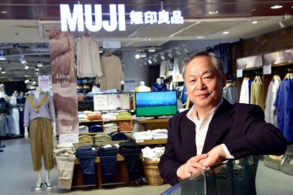 LEBIH DITERIMA PENGGUNA: Encik Matsuzaki berkata rakyat Singapura akan memikirkan Muji sebagai tempat pertama apabila membeli barangan harian seperti pena, tuala atau losyen. - Foto BH oleh DESMOND WEE