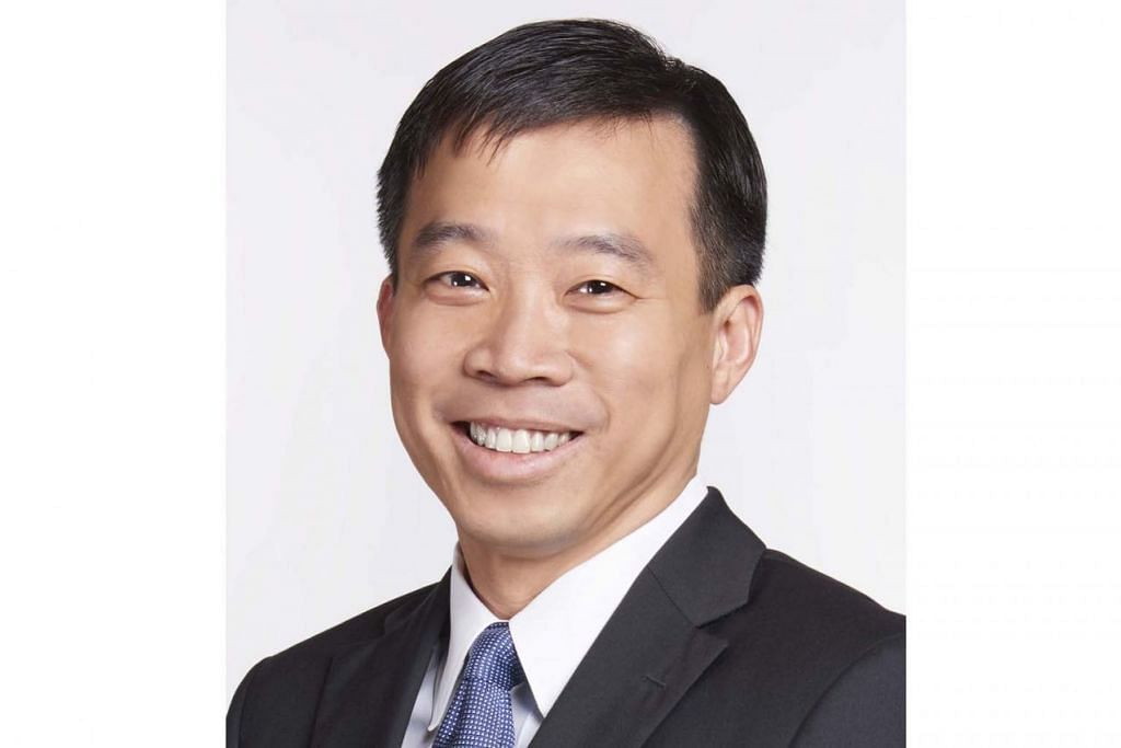 MEMBAWA HASIL LEBIH BAIK: Pengerusi Enterprise Singapore (ESG), Encik Peter Ong dan CEO ESG, Encik Png Cheong Boon (atas) menggariskan strategi agar ESG dapat mempertajamkan pendekatannya dalam membantu SME. - Foto fail