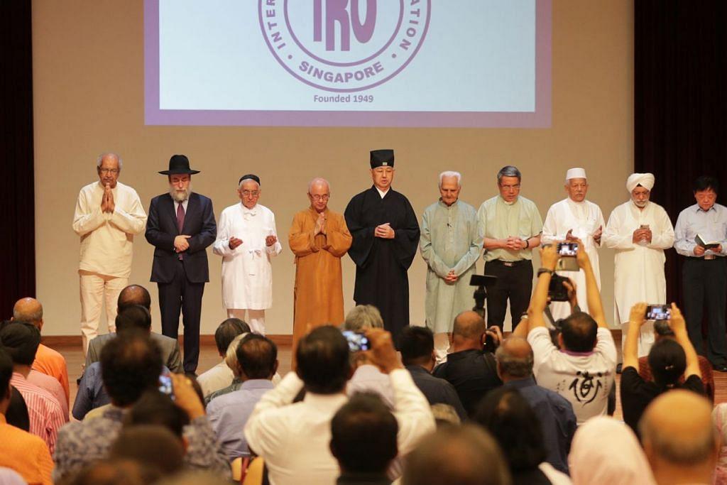 PUPUK KEHARMONIAN: Badan-badan seperti Pertubuhan Antara Keagamaan (IRO) (gambar atas) dan Pusat Harmoni telah ditubuhkan bagi memupuk keharmonian agama dan kaum di Singapura. - Foto fail