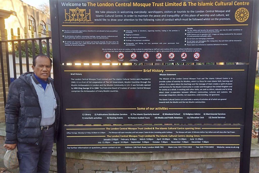 IMPIAN MENJADI NYATA: Wartawan yang singgah di Masjid Central London, bergambar di papan maklumat mengenai sejarah dan kegiatan masjid itu. - Foto BH oleh SAINI SALLEH