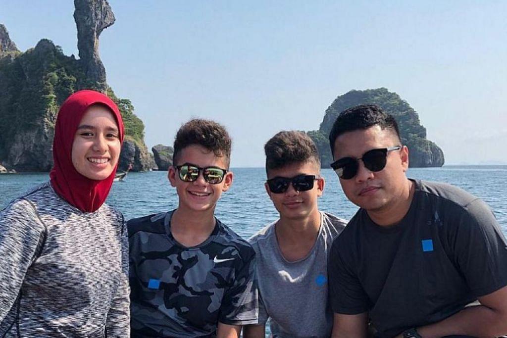 KEHILANGAN BESAR: Allahyarham Sayyad (dua dari kanan), yang meninggal dunia dalam serangan pengganas di New Zealand, baru sahaja bercuti di Krabi, Thailand, pada Januari lalu bersama-sama (dari kiri) kakaknya, Cahaya Milne, 16 tahun, abangnya, Shuayb Milne, 16 tahun, dan sepupunya, Encik Khairul. Ibu Allahyarham, Cik Noraini, yang bercuti bersama mereka, tidak mahu gambar beliau disiarkan.
