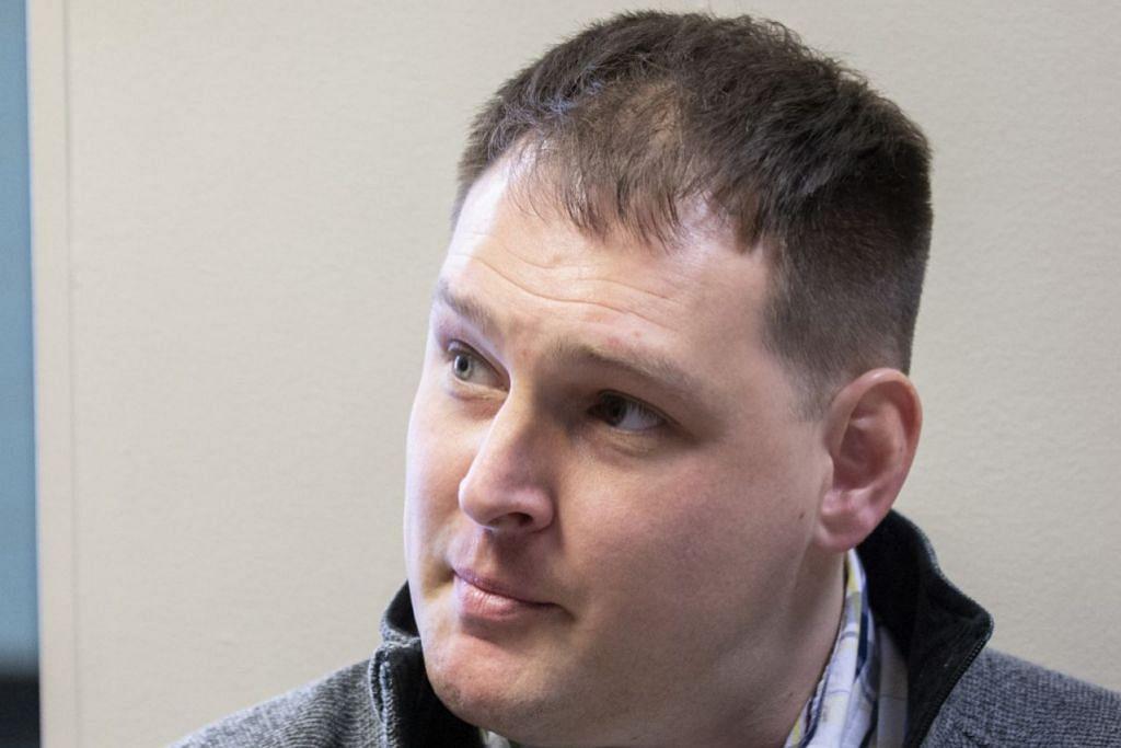 TIDAK MENGAKU SALAH: Farrera-Brochez bercakap dengan media sebelum perbicaraan di Kentucky. - Foto BH oleh ARDEN BARNES