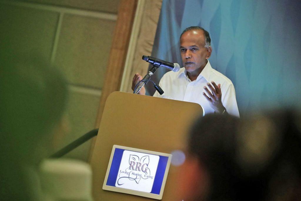 SUMBANGAN BESAR: Dalam ucapannya, Encik Shanmugam (atas) turut mengiktiraf peranan penting yang dimainkan RRG dalam menjangkau masyarakat termasuk golongan muda dan membantu mereka memahami Islam dan bagaimana ia diamalkan dalam persekitaran pelbagai kaum. - Foto BH oleh KELVIN CHNG