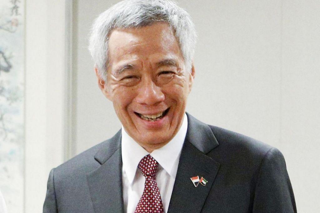 ENCIK LEE HSIEN LOONG: Menasihatkan pelajar Institusi Hwa Chong agar memahami konteks masyarakat Singapura, selain mempromosikan budaya, nilai dan warisan Cina.