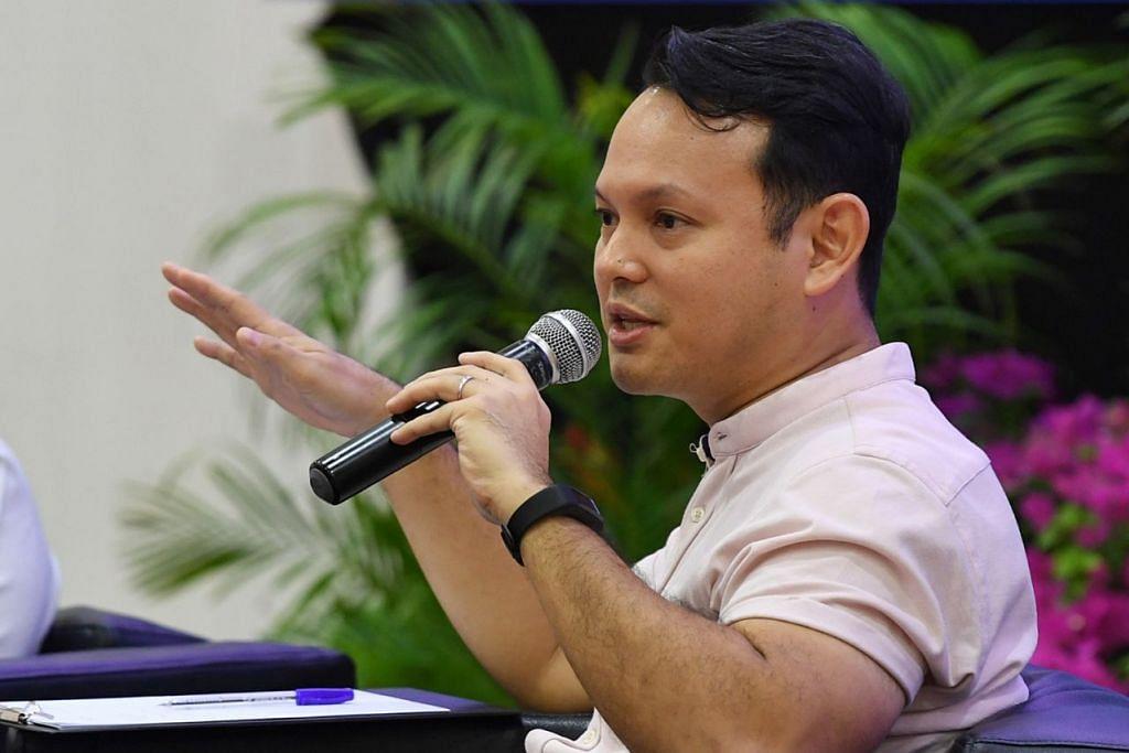 Menteri Negara (Tenaga Manusia merangkap Pembangunan Negara), Encik Zaqy Mohamad.