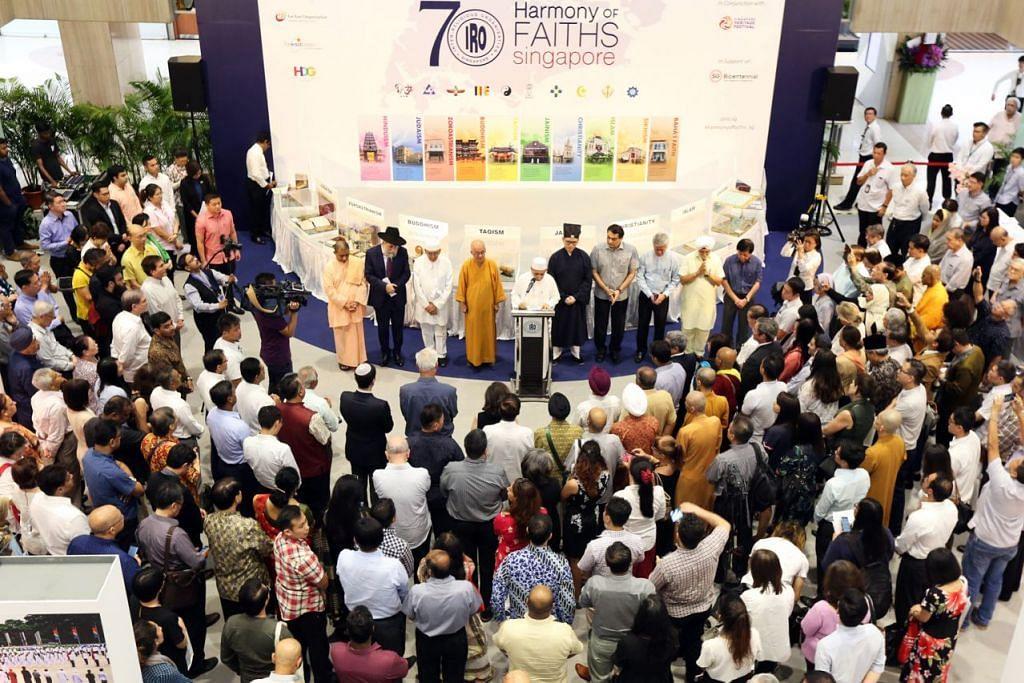 KEYAKINAN AGAMA: Majoriti warga Singapura meletakkan keyakinan tinggi terhadap badan dan institusi agama di sini. - Foto fail
