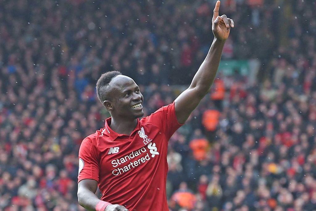 TUNJUK KETANGKASAN: Sadio Mane merebut kesempatan menunjukkan ketangkasannya di depan gawang, menjaringkan gol-gol penting bagi Liverpool dalam perlawanan- perlawanan kebelakangan ini. – Foto AFP