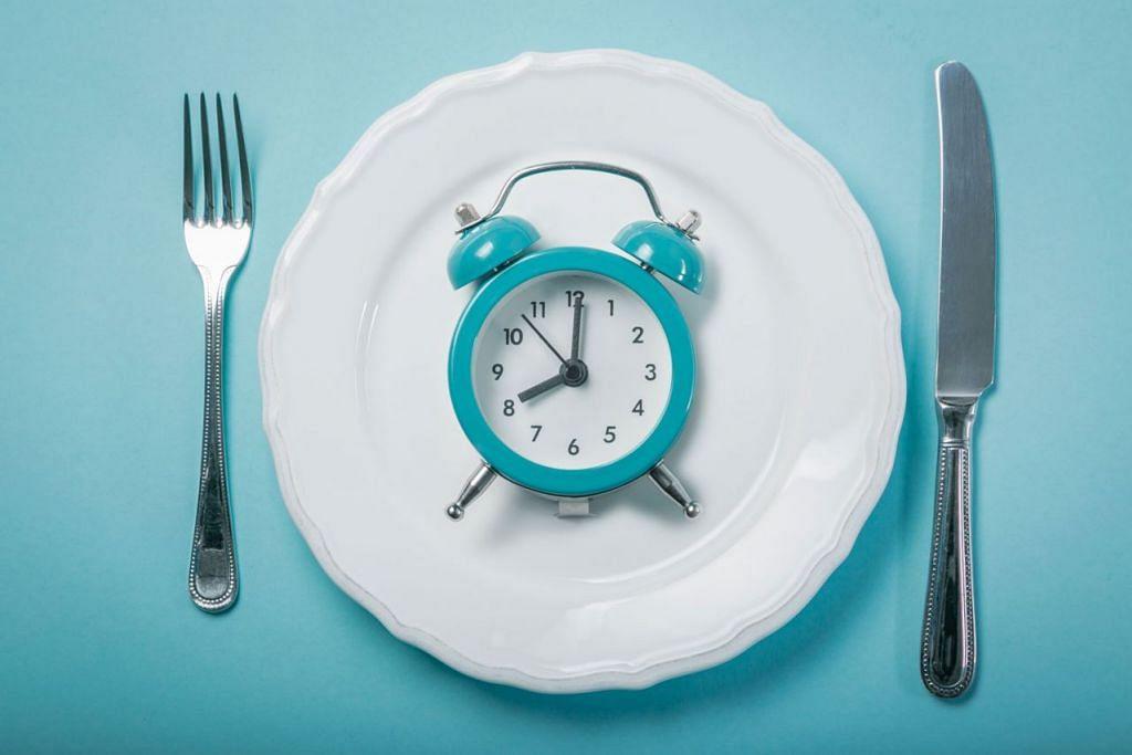 PUASA KINI CARA DIET POPULAR: Amalan ini mudah diterima kerana ia tidak mengarahkan anda supaya memakan sesuatu jenis makanan dan menyekat anda daripada memakan jenis makanan lain. Sebaliknya, ia hanya berkisar kepada bila anda perlu makan. - Foto ISTOCKPHOTO