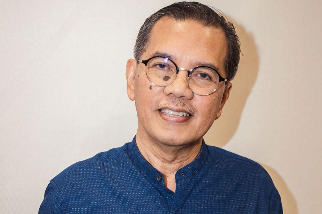 Encik Rohman Munasip, yang melancarkan buku 'Mencari Makna'.