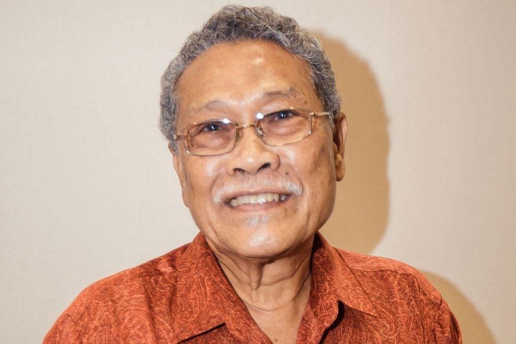 Encik AB Wahab Hamzah, yang melancarkan buku 'Pintu Belakang' dan 'Kita Bukan Boneka'.