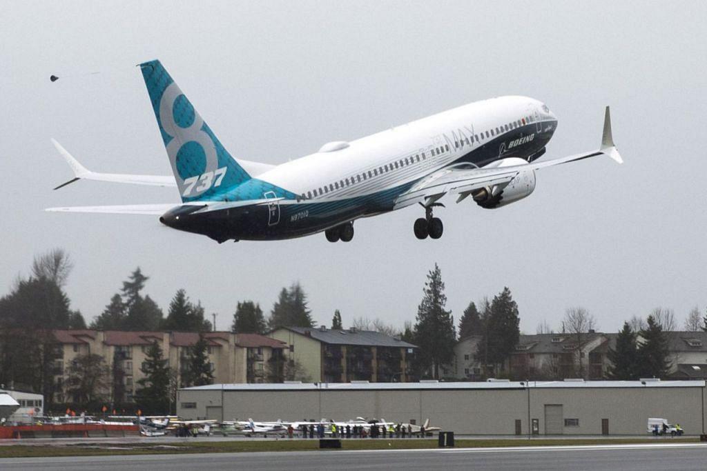 JALANI UJIAN: Pesawat Boeing 737 Max 8 berlepas semasa ujian penerbangan di Renton, Washington. - Foto REUTERS
