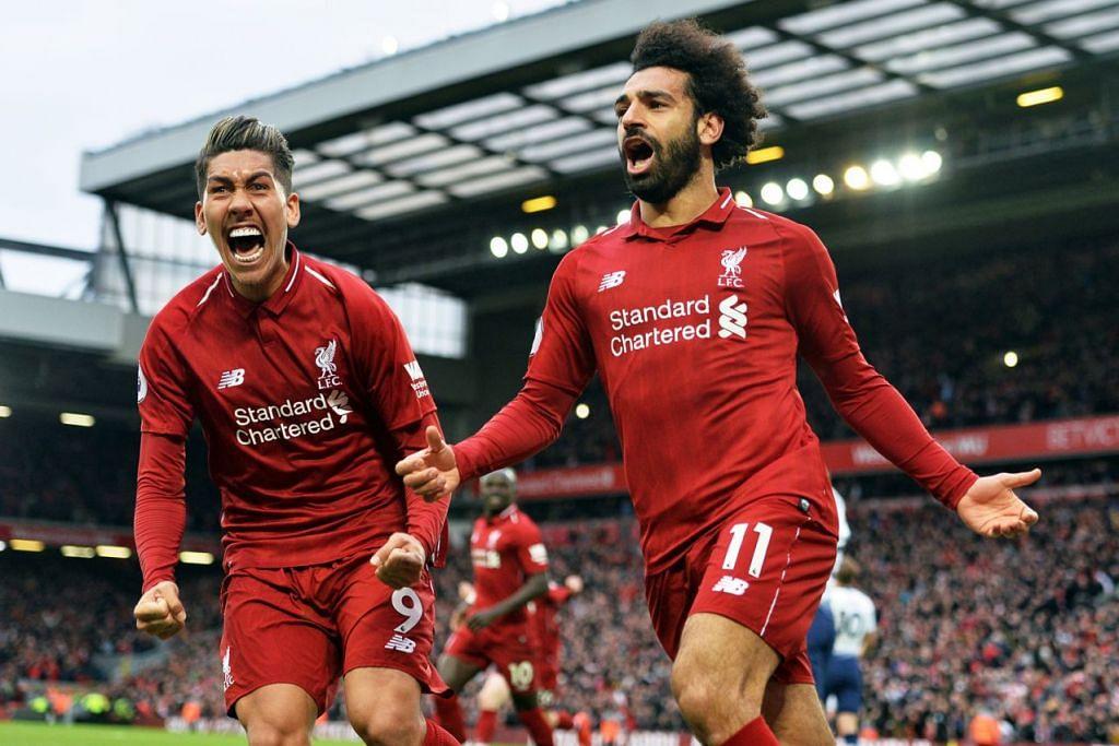 CATAT KEMENANGAN: Penyerang Liverpool, Roberto Firmino (kiri) dan Mohamed Salah (kanan) meraikan jaringan gol kedua sekaligus menundukkan Tottenham Hotspur 2-1 dalam perlawanan di Anfield kelmarin. - Foto EPA-EFE