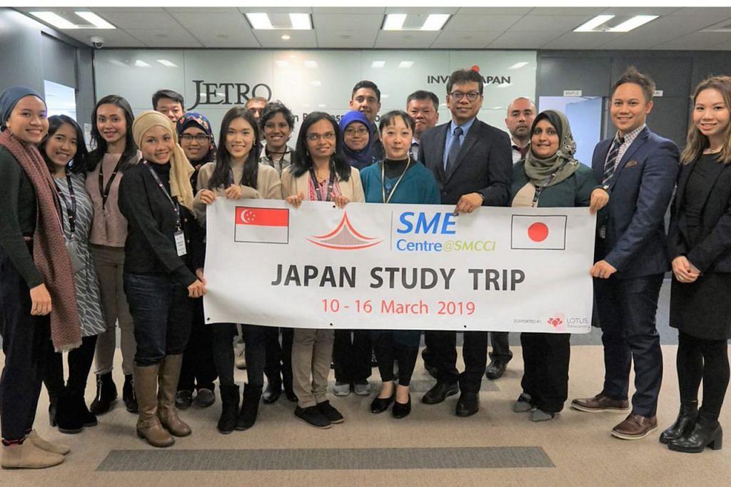 TEMBUSI PASARAN JEPUN: Anggota delegasi dari Pusat SME@DPPMS yang menyertai misi pembelajaran ke Jepun bulan lalu, kini lebih memahami pasaran Jepun dan bersedia membantu SME menembusi pasaran itu. - Foto PUSAT SME@DPPMS