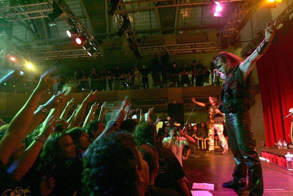KONSERT BLACK METAL: Penulis mengongsi pengalaman membuat liputan sebuah konsert band 'black metal' di Singapura pada 2006, yang waktu itu dibenarkan untuk membuat persembahan tetapi beberapa lagu dengan lirik tidak sesuai telah diharamkan. - Foto fail