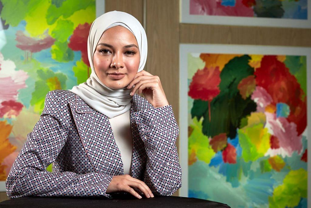 """SUDAH ADA MATLAMAT JELAS: Neelofa sudah ada matlamat jelas untuk bisnes dan kerjayanya, namun akui dari segi peribadi, beliau akan hanya """"go with it!"""" (ikut keadaan). Beliau ditemui semasa acara 'Influence-Her' bersama Berita Minggu untuk berkongsi panduan sebagai usahawan wanita berjaya. - Foto BM oleh ROSLEE RAZAK"""