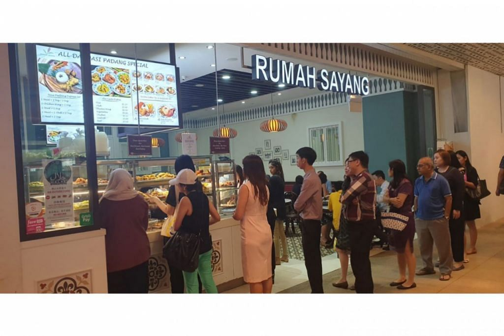 BERI KEYAKINAN KEPADA PELANGGAN MUSLIM: Pemilik restoran Rumah Sayang berusaha mendapatkan sijil dan logo halal daripada Majlis Ugama Islam Singapura (Muis) demi mengurangkan tahap kebimbangan pengguna Muslim. - Foto RUMAH SAYANG