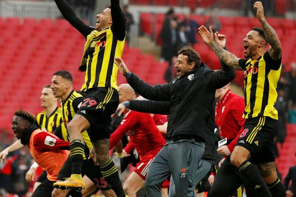 SAMBUTAN KEJAYAAN: Pemain dan pegawai Watford menunjukkan rasa gembira mereka kerana berjaya melangkah ke final Piala FA buat kali pertama sejak 35 tahun lalu. - Foto REUTERS