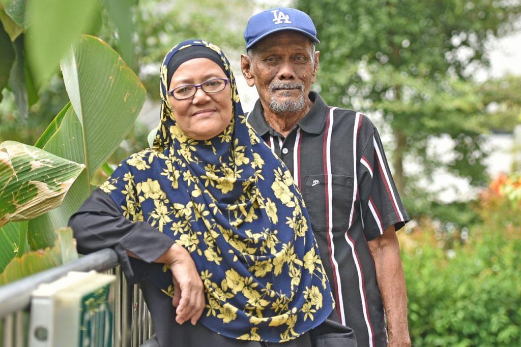 KINI LEBIH SIHAT: Cik Siti Aishah dan suaminya Encik Jaffar pernah habiskan beberapa bulan dalam rumah selepas disahkan menghidap TB, namun kini sudah sembuh menyusuli rawatan rapi yang dipatuhi mereka. - Foto BH oleh JOSEPH CHUA