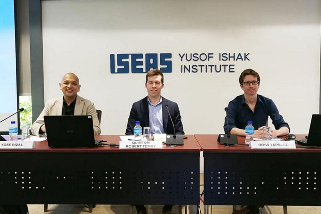 BINCANG PILIHAN RAYA INDONESIA: (Dari kiri) Encik Yose Rizal, Dr Quinton Temby dan Dr Ross Tapsell di seminar anjuran Iseas-Institut Yusof Ishak baru-baru ini mengenai peranan media sosial dalam pilihan raya Indonesia, dengan Dr Temby sebagai moderator. - Foto ISEAS-INSTITUT YUSOF ISHAK