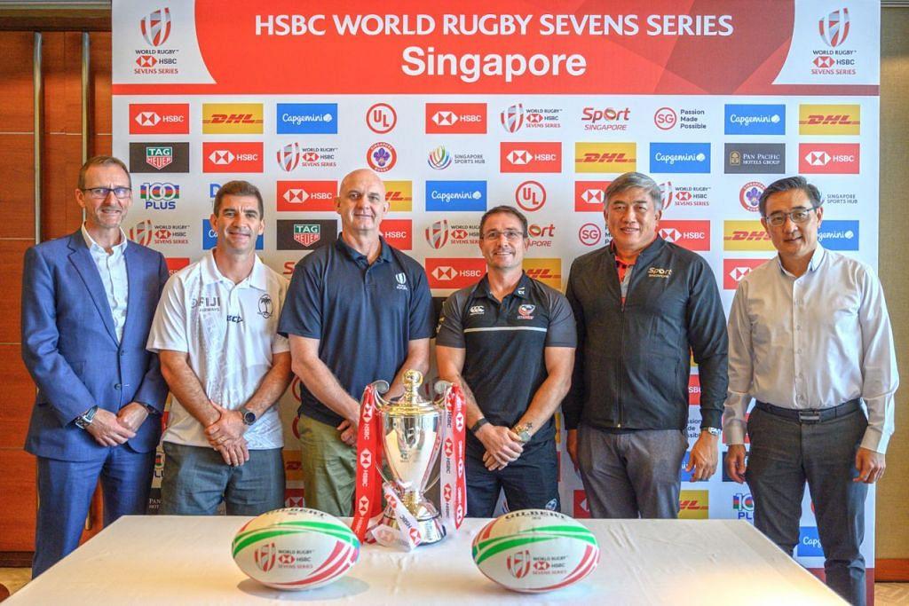 JUARA MILIK SIAPA: (Dari kiri) Ketua Perkhidmatan Sekuriti HSBC, Tony Lewis; Gareth Baber; Pengarah Tujuh Sepasukan World Rugby, Douglas Langley; Mike Friday; Ketua Pegawai Eksekutif (CEO) SportSG, Lim Teck Yin; dan CEO Hab Sukan Singapura, Oon Jin Teik, di sidang media Kejohanan Ragbi Tujuh Sepasukan (7s) Singapura HSBC semalam. - Foto HAB SUKAN SINGAPURA